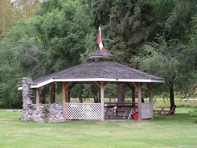 Fire Pit Gazebo Plans http://rivermountmotel.com/otherrecreation/index.html